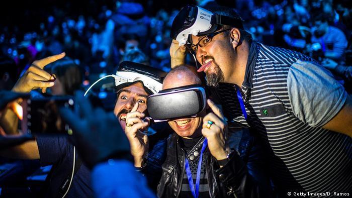 Barcelona Mobile World Congress 2016 Samsung G S 7 VR Gear