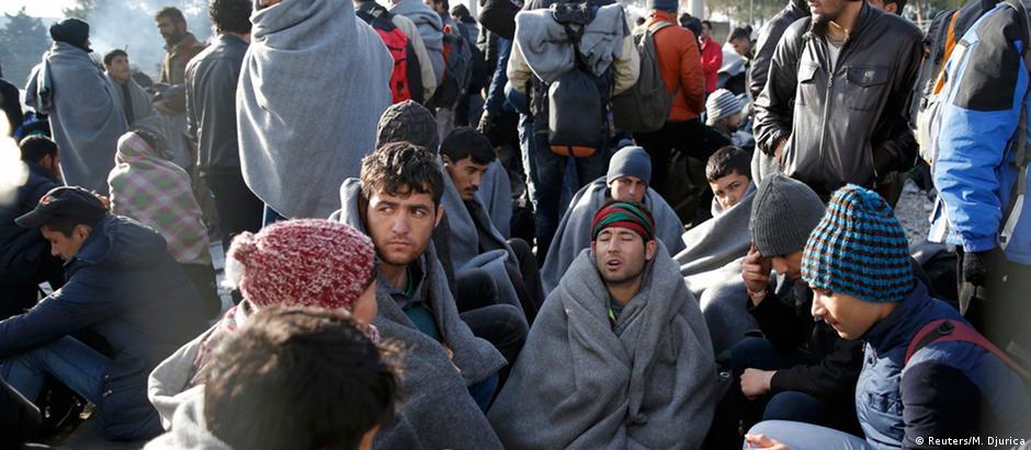 Refugiados detidos na Grécia devido a controle de fronteira feito pelo governo da Macedônia