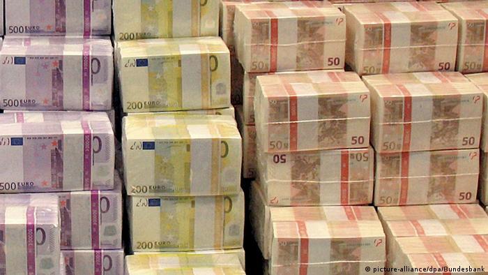 Symbolbild Überschuss Deutscher Staat 2015 Geldscheine