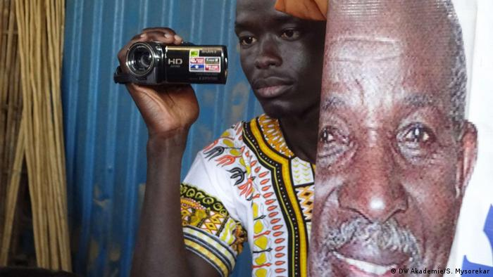 Workshop participant Maping Manoon gains a different view of the world(photo: Sheila Mysorekar / DW Akademie).