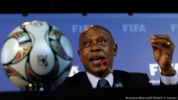 Tokyo Sexwale, candidate for the FIFA presidency © picture-alliance/AP Photo/V. R. Caivano