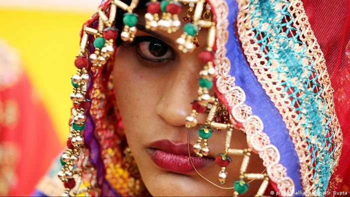 A Muslim bride takes part in a mass marriage ceremony in Bhopal, India (picture-alliance/dpa/S. Gupta)