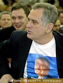 Serbien Tomislav Nikolic und Aleksandar Vucic Parteitag mit Seselj T-Shirt