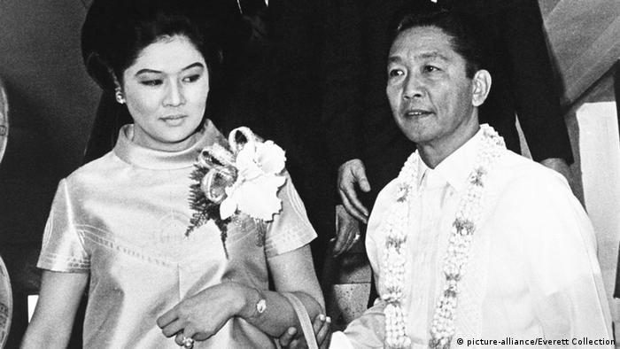 Imelda und Ferdinand Marcos (Foto: Picture alliance/Everett Collection)