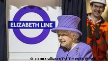 23.02.2016+++ Queen at Crossrail site. Queen Elizabeth II during a visit to the site of the new Crossrail Bond Street station, which is still under construction, after she formally unveiled a new roundel for the Crossrail line which is to be renamed the Elizabeth line from December 2018 when it opens to passengers in the capital. Picture date: Tuesday February 23, 2016. See PA story ROYAL Crossrail. Photo credit should read: Richard Pohle/The Times/PA Wire URN:25607388 +++ (C) picture-alliance/The Times/PA Wire/R. Pohle
