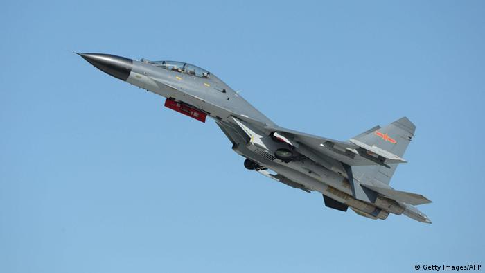 China Luftwaffe Kampfjet Typ J-11 (Getty Images/AFP)