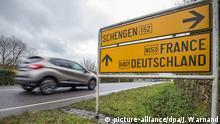 01 February 2016 - A view of a Schengen sign in the village of Schengen, Luxembourg, 01 February 2016. The town symbolizes the free movement of people and goods in 25 European countries under the Schengen Agreement signed in 1985 and 1990. Photo: EPA/JULIEN WARNAND (zu dpa Ende von Schengen: Mindestens 77 Milliarden Euro Verlust vom 22.02.2016) +++(c) dpa - Bildfunk+++ (c) picture-alliance/dpa/J. Warnand