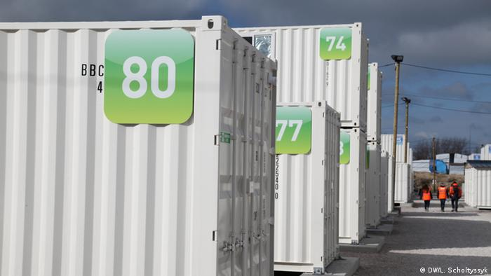 Calais shipping container accomodation