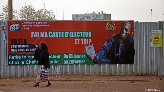 Niger Niamey Präsidentschaftswahl Plakat Wahlkommission CENI (DW/K. Gänsler)