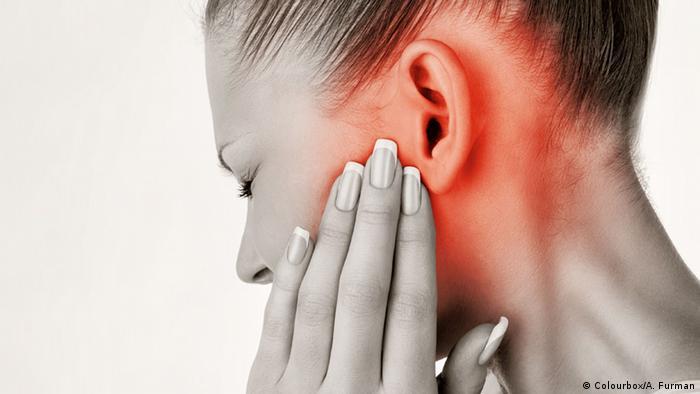 _ مشاكل ضعف السمع تصيب الشيب والشباب والعلاج بسيط 0,,19071376_303,00.j