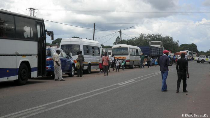Troço onde ocorreu confrontos entre a RENAMO e forças do Governo, em Nhamapadza (Foto de arquivo/2016)
