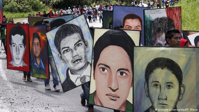 Портрети на безследно изчезнали младежи в Мексико