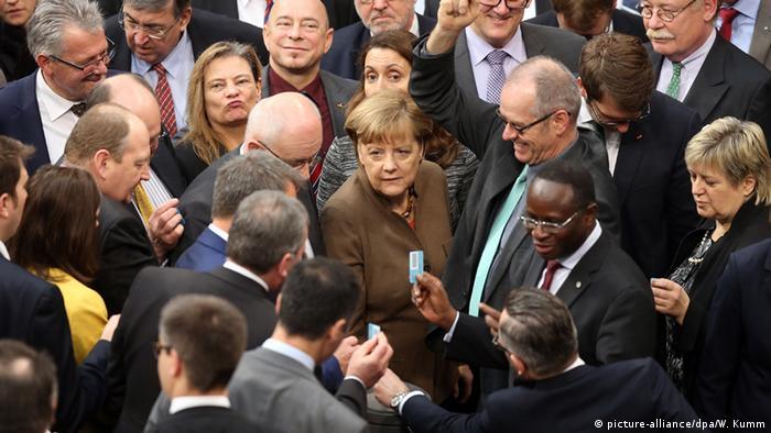 Deutschland Merkel Abstimmung zum Asylpaket II