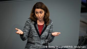 Integrationsbeauftragte der Bundesregierung Aydan Özoguz im Bundestag (foto: AFP/Getty Images)