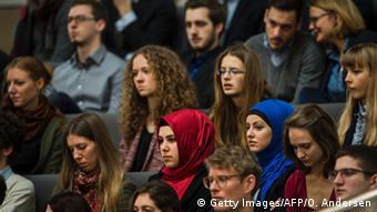 Deutschland Debatte zum Asylpaket II Zuschauer Bundestag