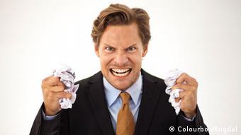Ein wütender Geschäftsmann mit geballten Fäusten. Colourbox/Rugdal