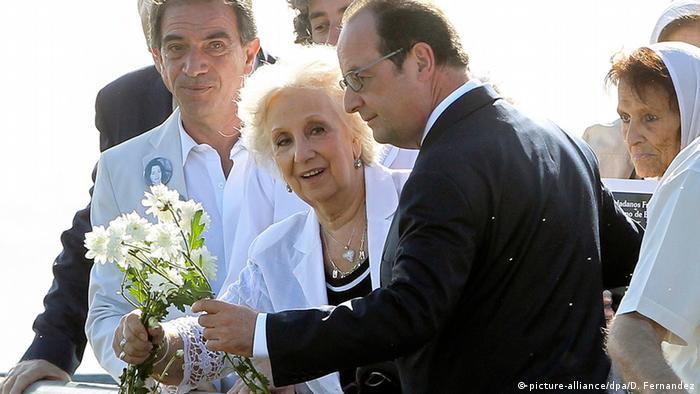 El mandatario galo aprovechó la ocasión para compartir con las representantes de las Abuelas de la Plaza de Mayo.