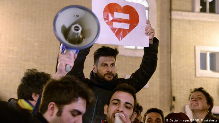 Участники демонстрации в поддержку прав гомосексуалов в Италии