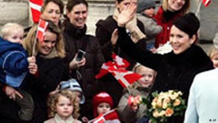 Princess Mary with flag-waving German children