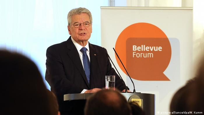 Berlin Schloss Bellevue Forum Flüchtlinge - eine Herausforderung für Europa Joachim Gauck