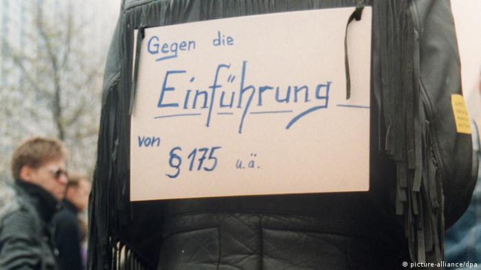 Protest przeciwko wprowadzeniu obowiązywania paragrafu 175 KK na terenie byłej NRD (Berlin, 1990 rok)