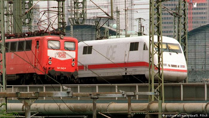 Deutsche Bahn ICE (picture-alliance/dpa/S. Pilick)