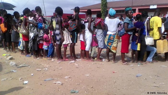 Residents of Luanda in a queue for a yellow fever vaccine
