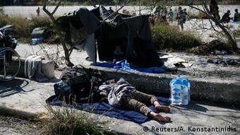 SZ: Η Ευρώπη αφήνει την Ελλάδα να αντιμετωπίσει μόνη της τους πρόσφυγες.
