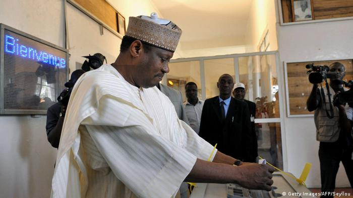 Hama Amadou casting his ballot in the 2011 elections in Niger
