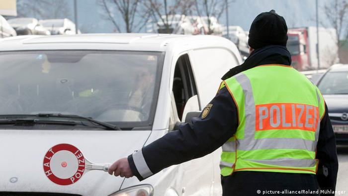 Symbolbild Polizei Grenze Bayern