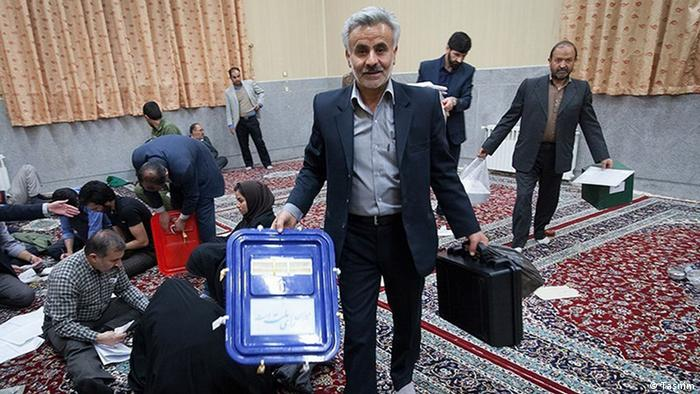 Підрахунок голосів на одній з виборчих дільниць в Ірані