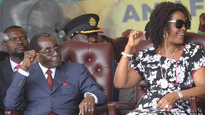 Mugabe feiert 92. Geburtstag (picture-alliance/AP Photo/T. Mukwazhi)