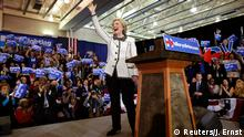 27.02.2016 © Reuters/J. Ernst *** Democratic U.S. presidential candidate Hillary Clinton waves at the end of her speech to supporters about the results of the South Carolina primary at a primary night party in Columbia, South Carolina, February 27, 2016. Clinton won the South Carolina primary over rival Bernie Sanders, several networks projected, propelling her into next week's crucial Super Tuesday voting in 11 states on a wave of momentum. REUTERS/Jonathan Ernst (TPX IMAGES OF THE DAY) © Reuters/J. Ernst