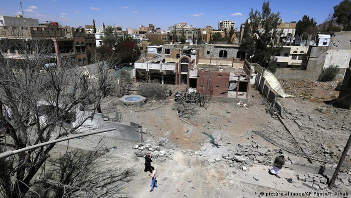 عکس از آرشیو - ویرانههای باقیمانده از بمباران صنعا