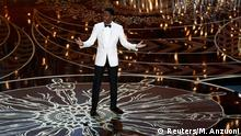 28. Feb. 2016 Host Chris Rock opens the show at the 88th Academy Awards in Hollywood, California February 28, 2016. REUTERS/Mario Anzuoni (C): Reuters/M. Anzuoni