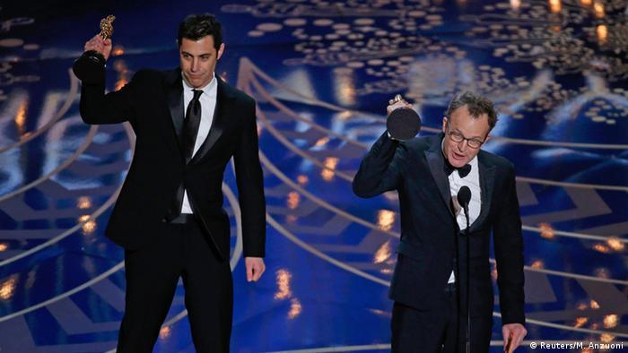 اسکار برای جاش سینگر و تام مککارتی برای بهترین فیلمنامه تالیفی: اسپات لایت