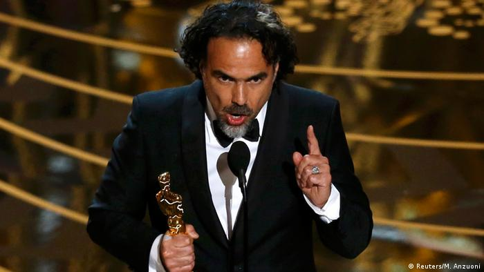 Alejandro Gonzalez Inarritu with an Oscar (Photo: Reuters/M. Anzuoni)