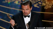 28. Feb. 2016 Leonardo DiCaprio accepts the Oscar for Best Actor for the movie The Revenant at the 88th Academy Awards in Hollywood, California February 28, 2016. REUTERS/Mario Anzuoni (C): Reuters/M. Anzuoni