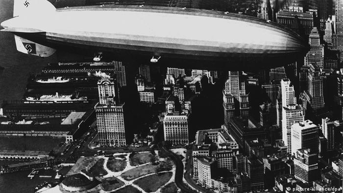 The Zeppelin LZ 129 Hindenburg above New York (Photo: picture-alliance/dpa)