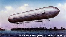 Zeppelin flight in 1900 at Lake Constance (Photo: picture-alliance/Mary Evans Picture Library)