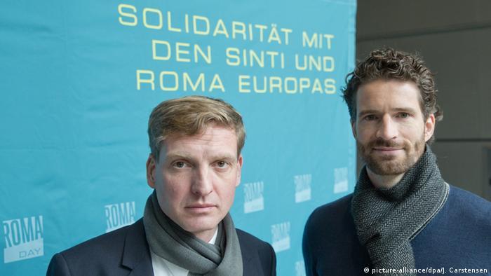 Uwe Neumärker (solda) ve futbolcu Arne Friedrich