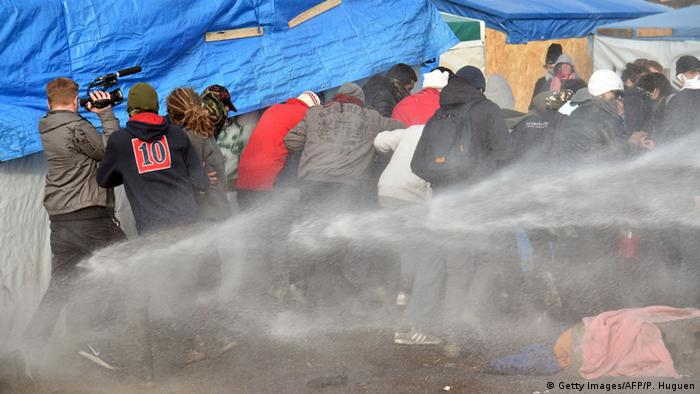 Migrants fired on with water cannon