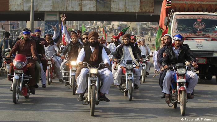 Pakistan Proteste gegen Hinrichtung von Mumtaz Qadri (Reuters/F. Mahmood)