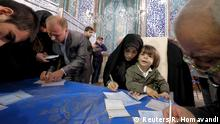 26.02.2016 *** Iranians fill in their ballots during elections for the parliament and Assembly of Experts, which has the power to appoint and dismiss the supreme leader, in Tehran February 26, 2016. REUTERS/Raheb Homavandi/TIMA ATTENTION EDITORS - THIS IMAGE WAS PROVIDED BY A THIRD PARTY. FOR EDITORIAL USE ONLY. TPX IMAGES OF THE DAY © Reuters/R. Homavandi
