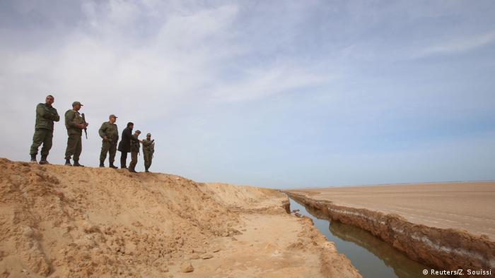 Tunesien Grenze zu Libyen - Soldaten (Reuters/Z. Souissi)