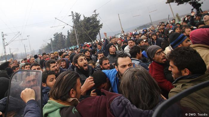 Mit Tränengas gegen Flüchtlinge