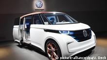 29.02.2016++++++ Ein VW Budd-e wird am 29.02.2016 beim Genfer Auto-Salon 2016 beim Volkswagen-Konzernabend präsentiert. Die Veranstaltung findet vor Beginn des ersten Pressetages beim Autosalon Genf statt. Foto: Uli Deck/dpa (c) picture-alliance/dpa/U. Deck