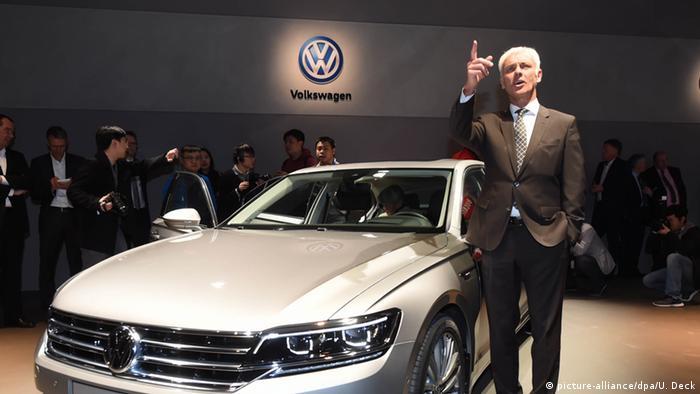 VW managers debate bonuses after diesel scandal
