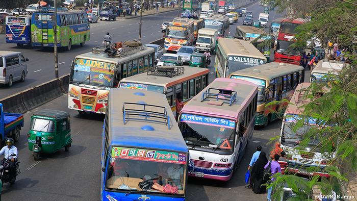 Bangladesch Verkehrschaos in Dhaka (DW/M. Mamun)