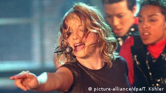 Britney Spears on the German TV Show Wetten dass...? in 1999, Copyright: picture-alliance/dpa/T. Köhler